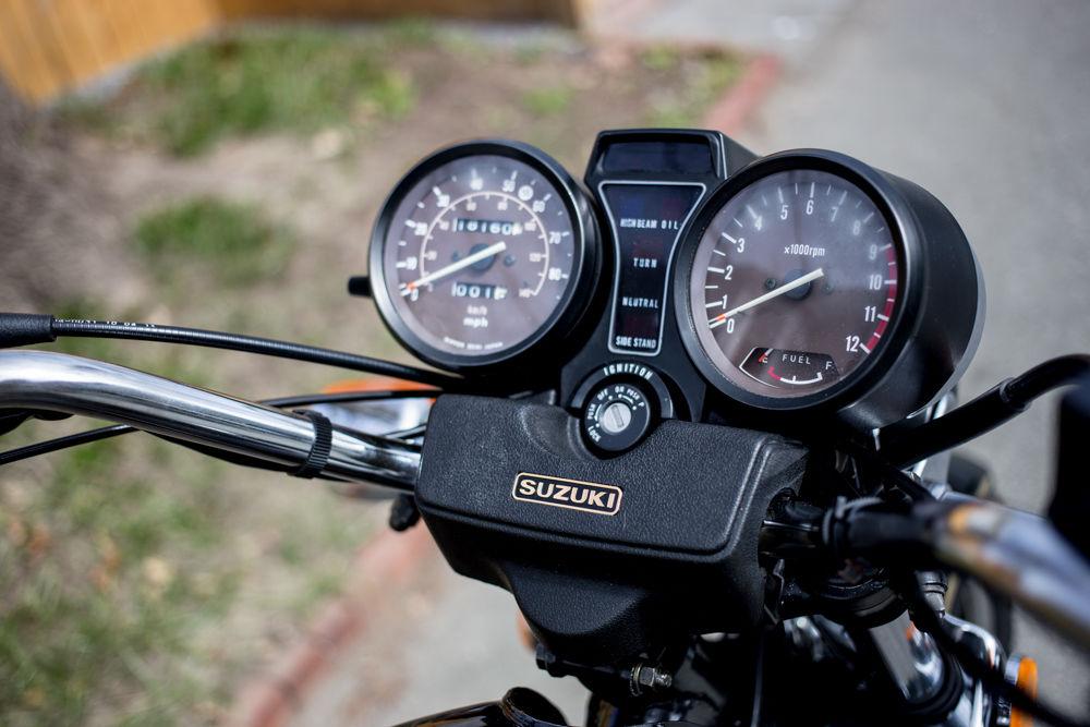 Suzuki GS1100G - 1982 - Clocks, Lights, Gear Position and Switch.