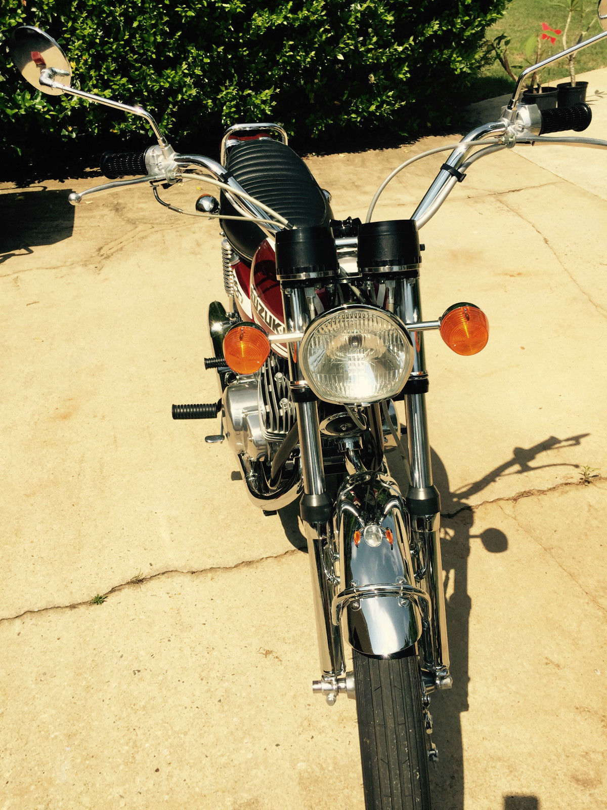 Suzuki T250 - 1972 - Front Fender, Forks, Wheel, Headlight, Grips and Levers.