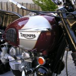 Triumph Bonneville - 1970 - Carburettors, Valve Covers, Cable, Petrol Tank and Knee Pad.