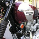 Triumph Bonneville - 1970 - Triumph Tank Badge, Gas Tank, Horns, Reflector and Fork Tube.