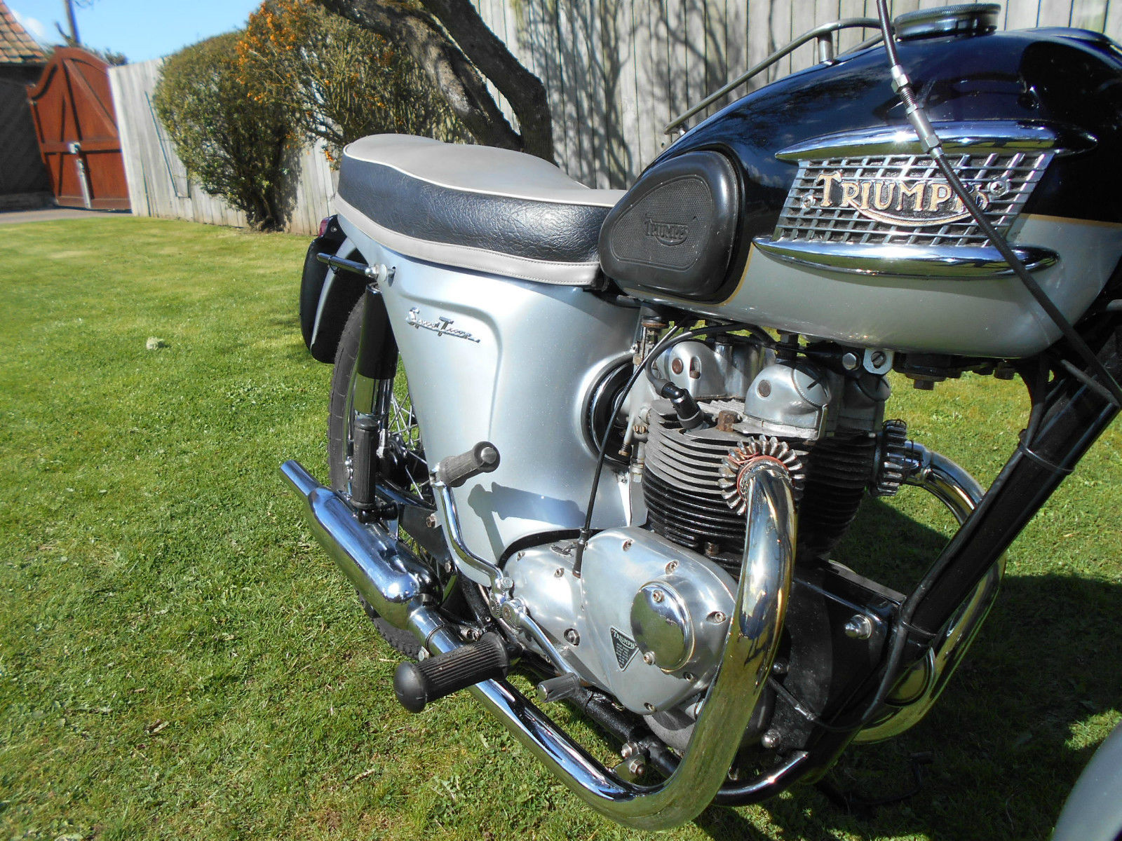 Triumph Speed Twin - 1964 - Motor and Transmission, Exhausts, Triumph Tank Badge and Tank Protector.