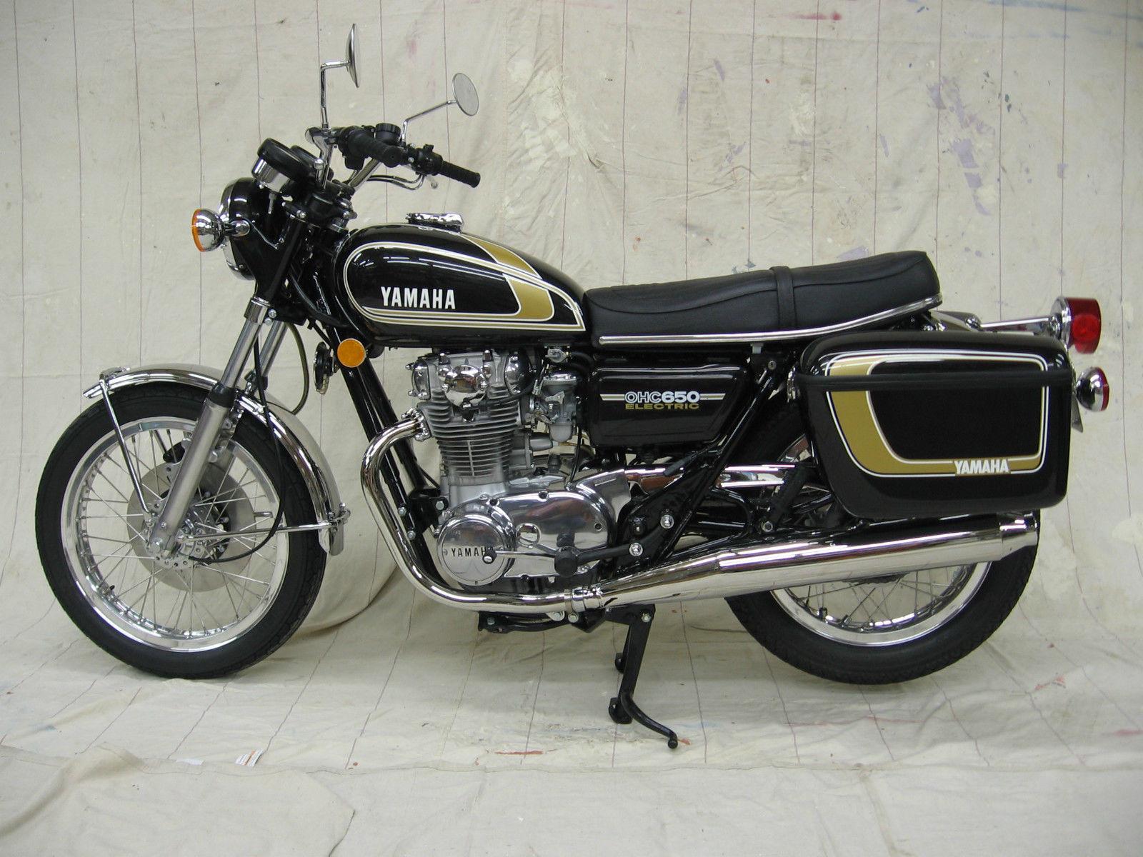 Yamaha XS650 - 1975 - Left Side View, Headlight, Flashers, Wheels, Brakes