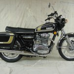 Yamaha XS650 - 1975 - Right Side View, Tank and Side Panels, Exhaust System, Reflector and Seat.