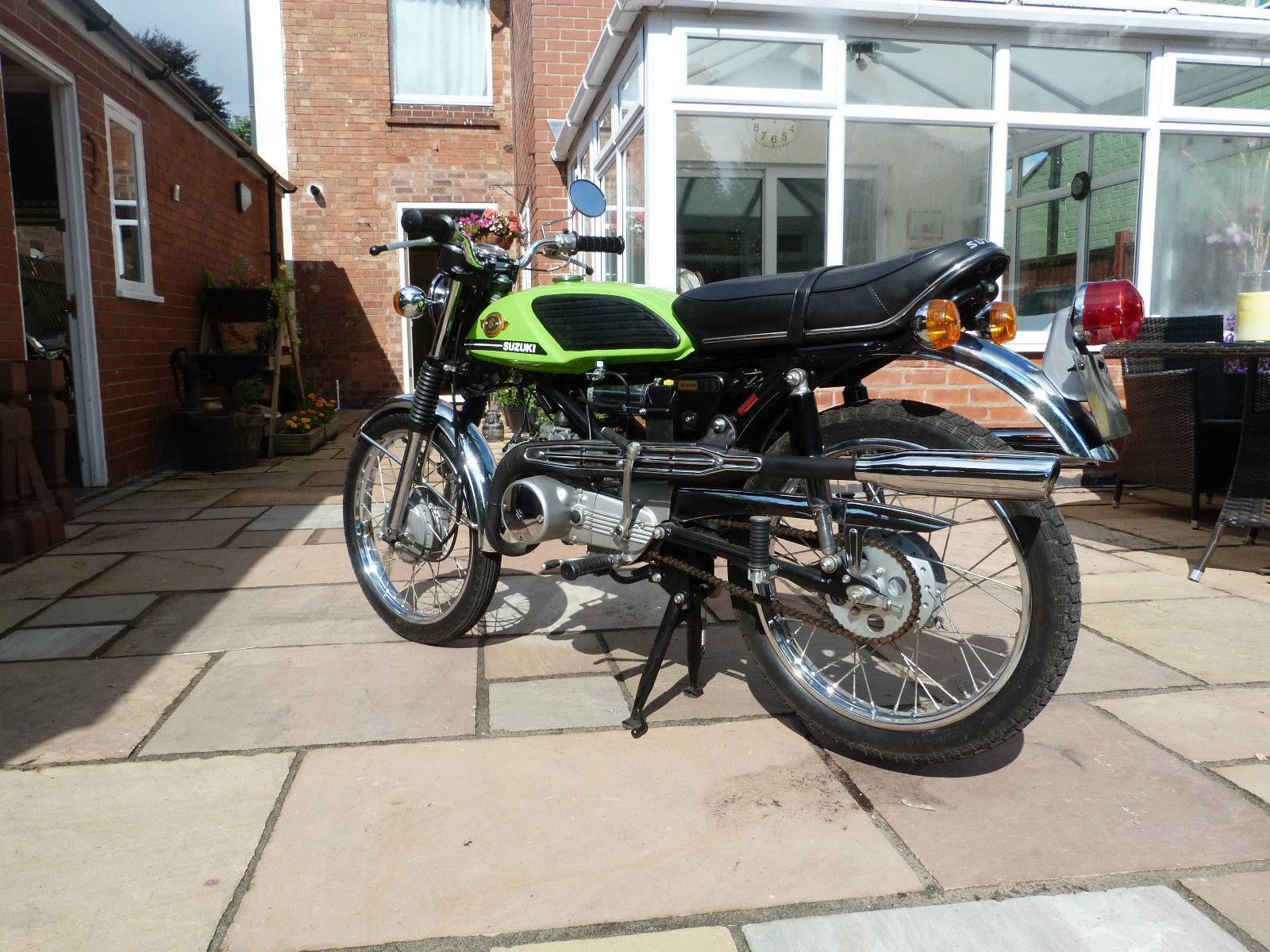 restored suzuki t125 stinger 1973 photographs at classic bikes restored bikes restored. Black Bedroom Furniture Sets. Home Design Ideas