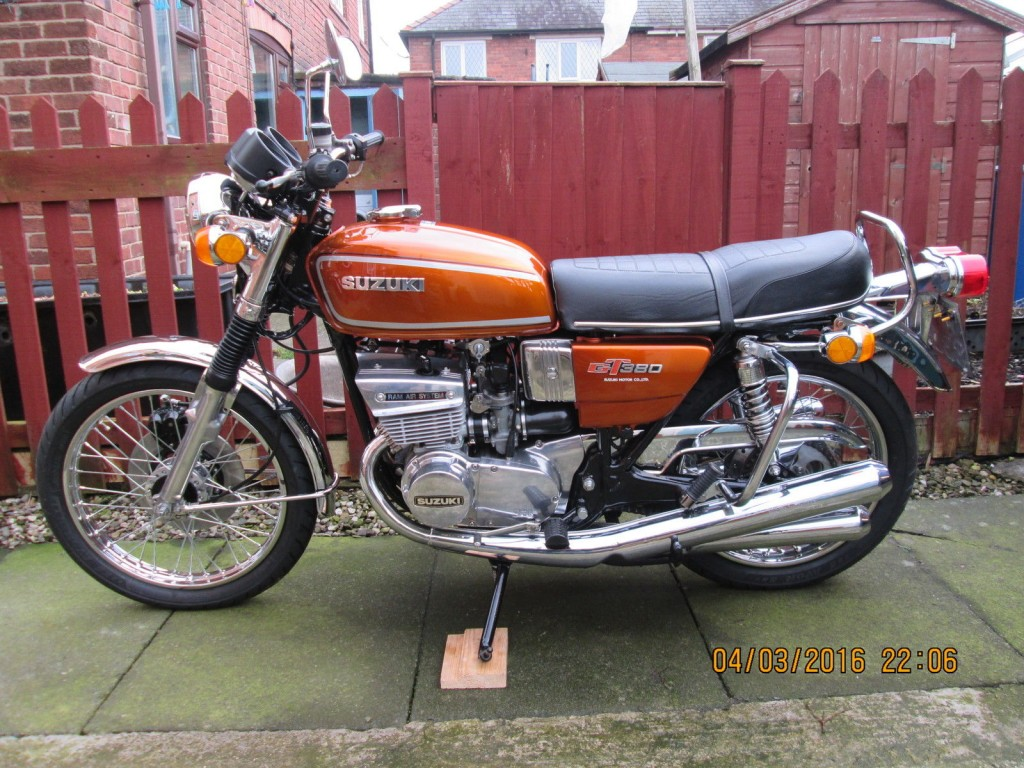 restored suzuki gt380 1976 photographs at classic bikes. Black Bedroom Furniture Sets. Home Design Ideas