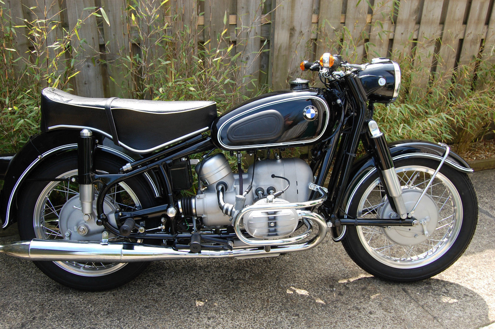 restored bmw r60 2 1965 photographs at classic bikes. Black Bedroom Furniture Sets. Home Design Ideas